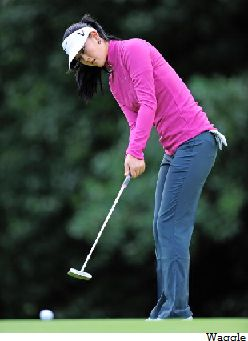 Michelle wie cross handed putting